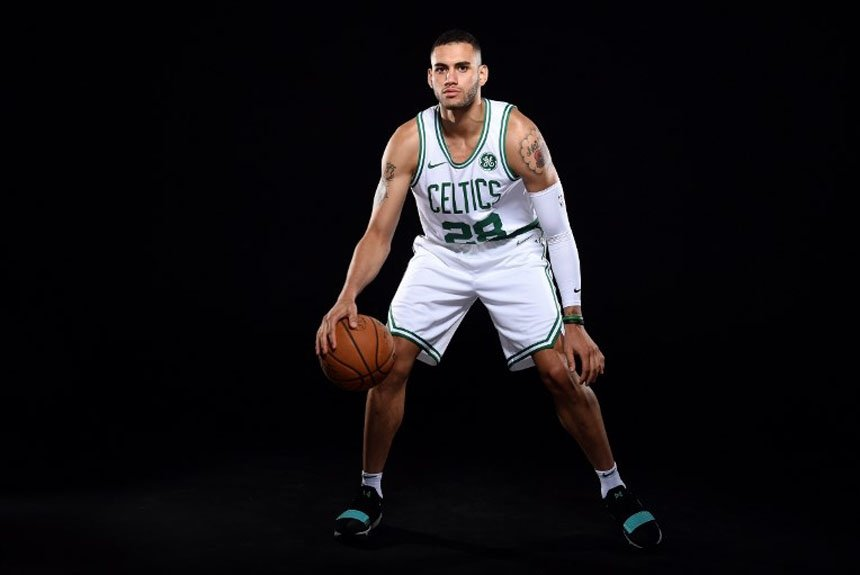 Destaque na D-League, o ala egípcio Abdel Nader acertou com o Boston Celtics