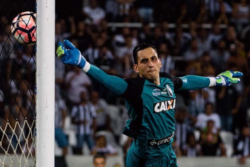 Um dos principais jogadores da Copa Libertadores, o goleiro paraguaio Gatito Fernández, do Botafogo, viu do banco de reservas seu Paraguai não se classificar
