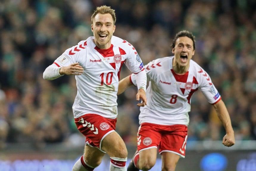 A alegria também foi vista em campo por parte dos jogadores da Dinamarca