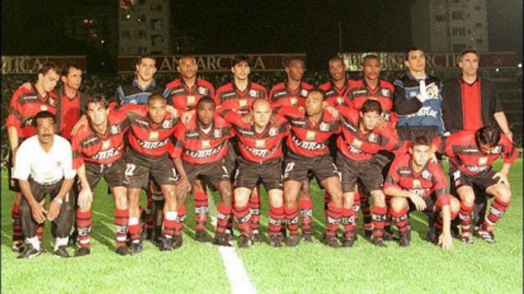 Saiba por onde andam os campeões da Mercosul pelo Flamengo em 99 ... daa8121ab12e6