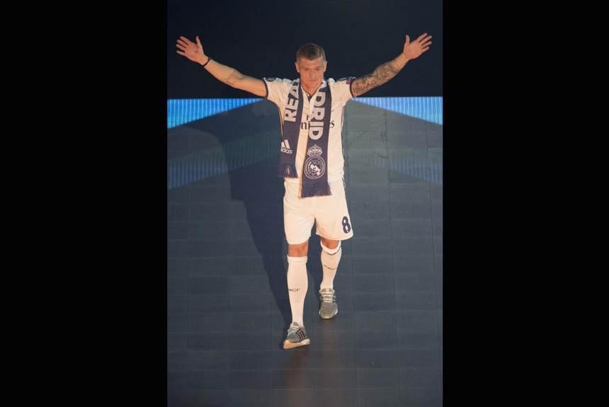 275a15c3a2 Kroos comemora seu terceiro título de Liga dos Campeões