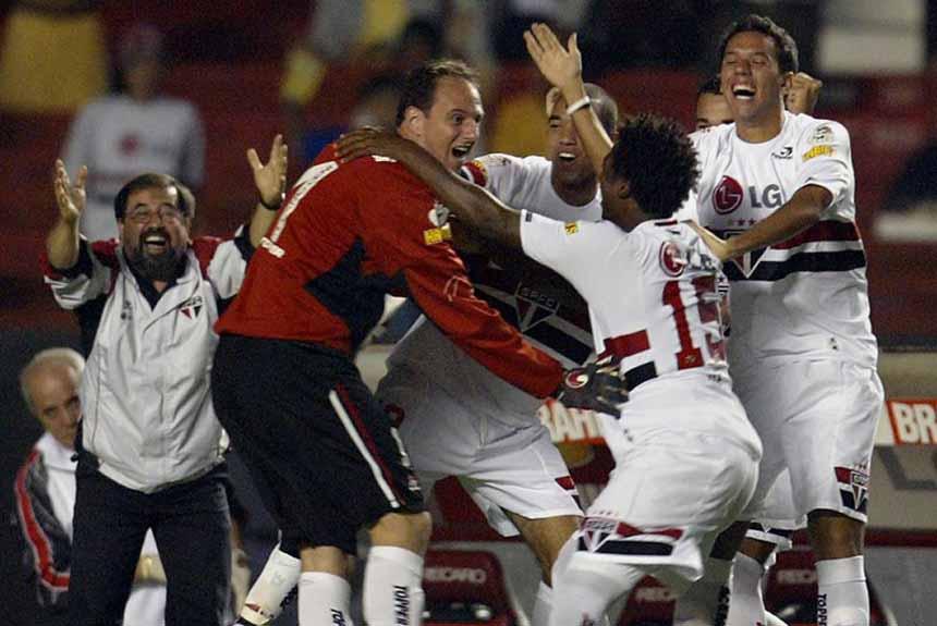 Campeão da Libertadores em 2005, o São Paulo ficou com o vice em 2006, perdendo a decisão brasileira para o Internacional. Neste ano, se sagrou campeão brasileiro