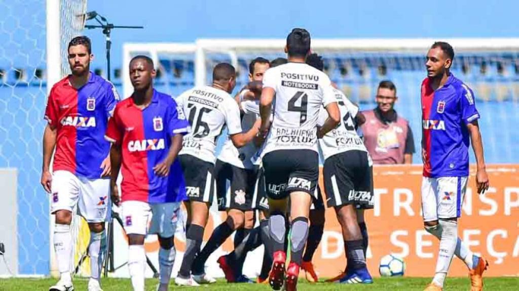 Paraná x Corinthians. Corinthians  126 rodadas na liderança do Brasileirão  por pontos corridos 971b6b709f2f1