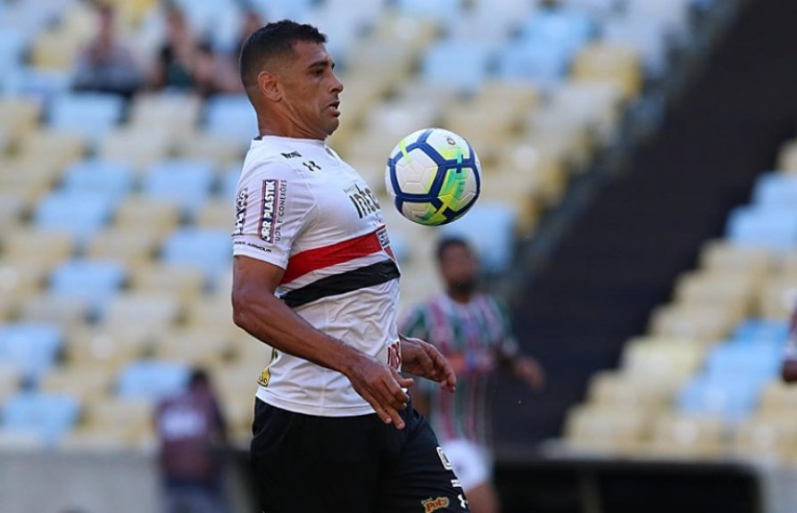 ATUAÇÕES  Diego Souza destoa negativamente no São Paulo  ae056eeecc9d0