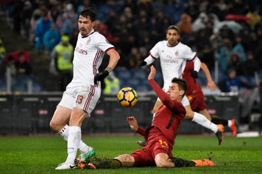 7905c3a178 O fim de semana no futebol europeu começa com um clássico no Campeonato  Italiano. O Milan recebe a Roma nesta sexta-feira