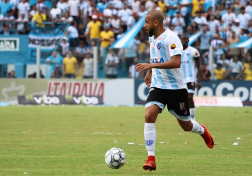 Carlinhos - Lateral-esquerdo - 31 anos - Jogador que viveu sua melhor fase  no começo da atual década pelo Fluminense e072d2b0fc27e