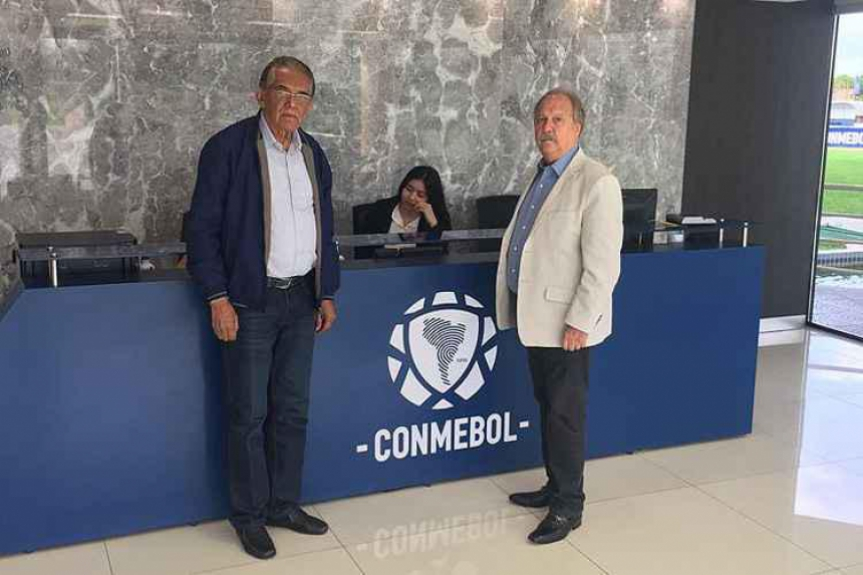 O mandatário celeste tenta reverter a expulsão de Dedé no jogo contra o Boca em reunião na Conmebol