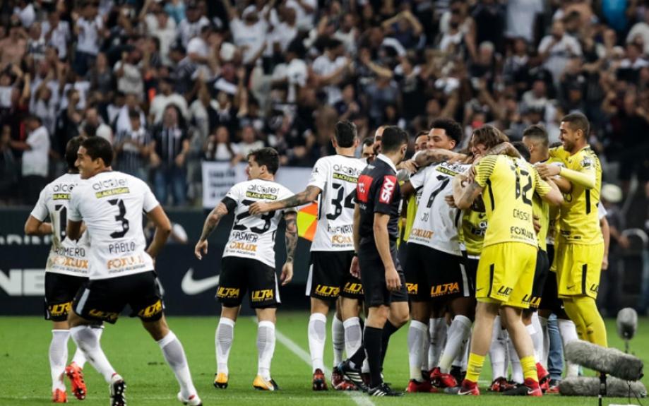 Corinthians 3 x 1 Fluminense - Campeonato Brasileiro de 2017  45.775  pagantes. bf55ad0309d55