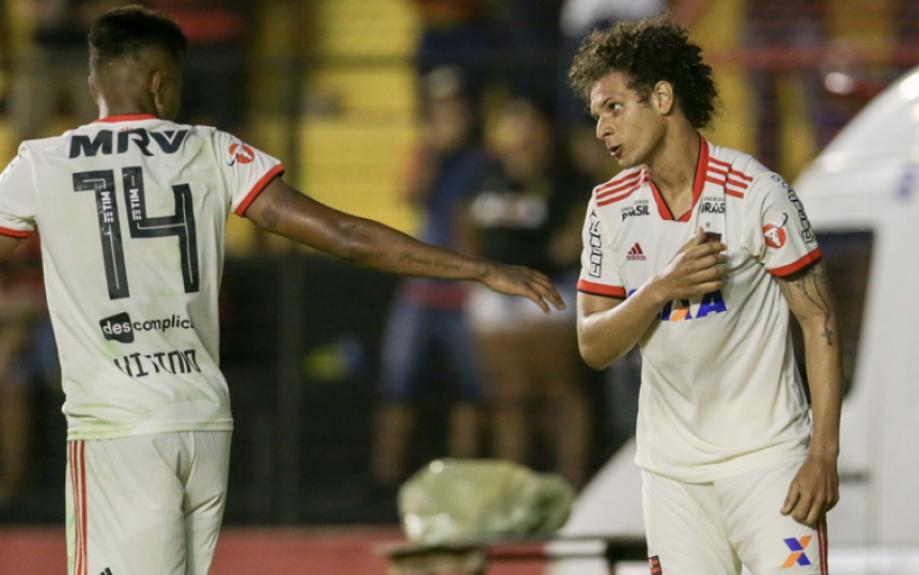 43722f895d ATUAÇÕES  Arão e Vitinho brilham no Fla em triunfo contra o Sport ...