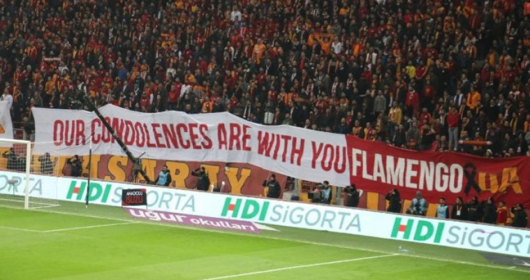 Galatasaray homenageia o Flamengo