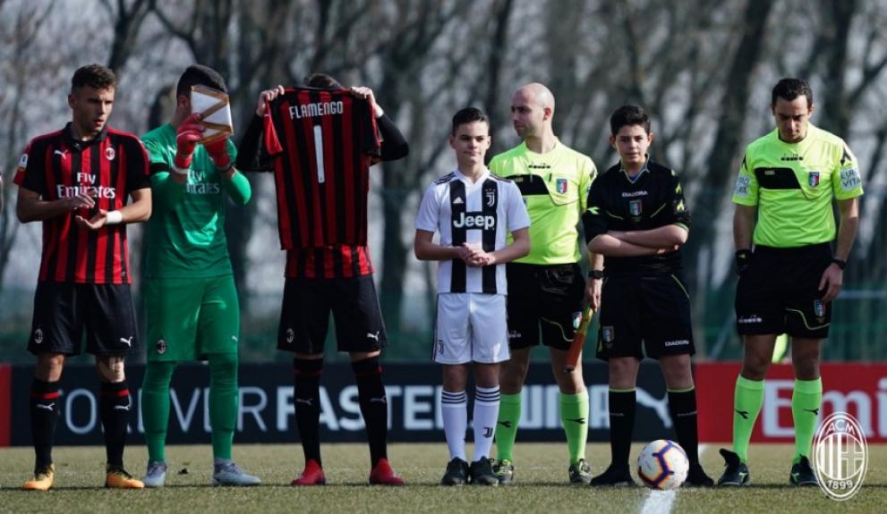 Milan e Juventus sub-19 homenageiam o Flamengo