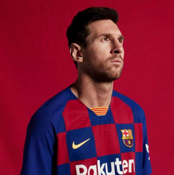 Messi com a nova camisa do Barcelona