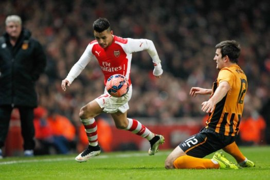 Alexis Sanchez e Harry Maguire - Arsenal x Hull City (Foto: Ian Kington/AFP)