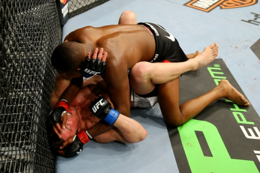 Jon Jones vence Chael Sonnen no UFC 159 - Getty Images