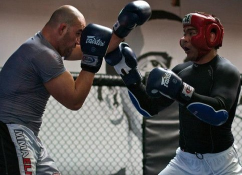 Glover Teixeira e Lyoto Machida (Foto: Mike Lee/Black House)