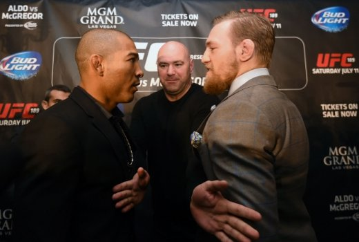 José Aldo encara Conor McGregor no UFC 194 (FOTO: Getty Images)