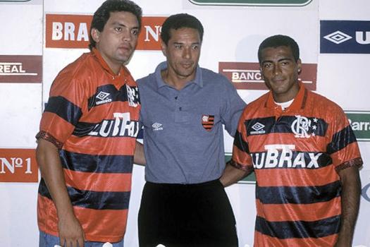 Romário sendo apresentado no Flamengo ao lado de Branco, também tetra em 94