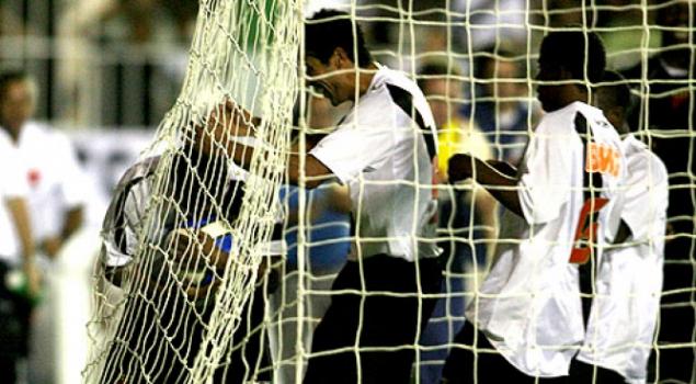 Romário logo após marcar o gol mil da carreira