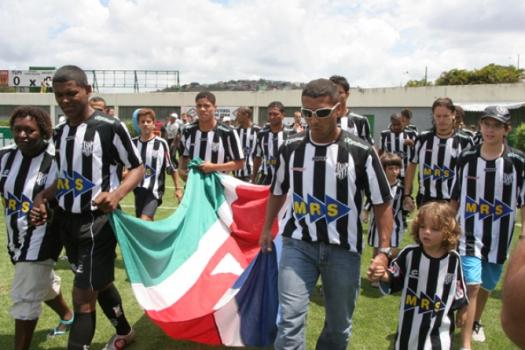 Romário chegou a ser apresentado pelo Tupi, mas não entrou em campo pelo time de Juiz de Fora