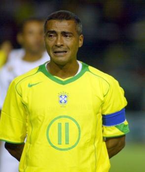Romário chora em sua despedida com a camisa da Seleção Brasileira, em 2005