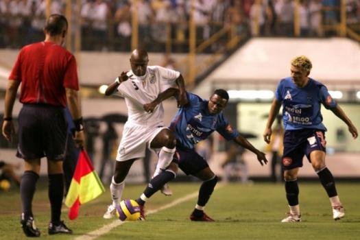 No ano de 2007, o Santos passou pelo Blooming, da Bolívia, com goleada na Vila