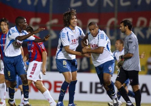 Com duas vitórias em 2008, o Cruzeiro de Marcelo Moreno e Ramires eliminou o Cerro Porteño