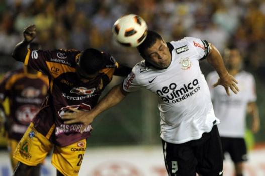 Em 2011, o Corinthians de Ronaldo deu vexame e caiu para o inexpressivo Tolima