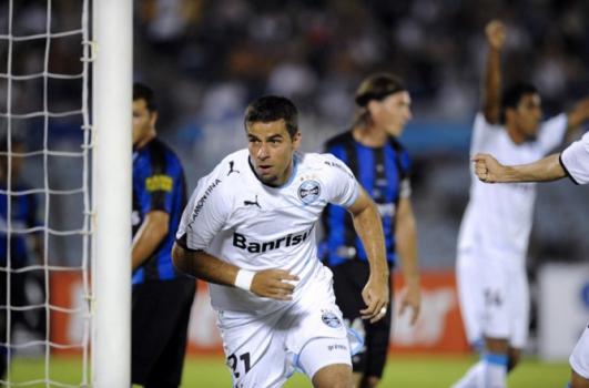 Também em 2011, o Grêmio passou pelo uruguaio Liverpool
