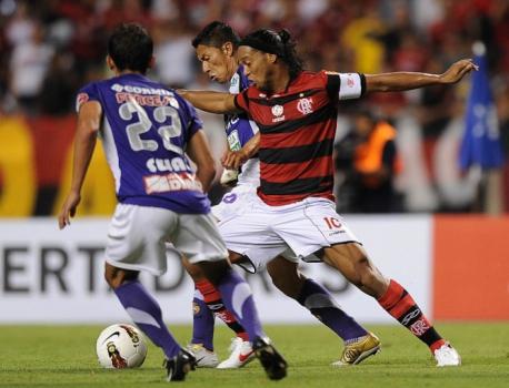 No ano de 2012, o Flamengo contou com Ronaldinho para eliminar o Real Potosí