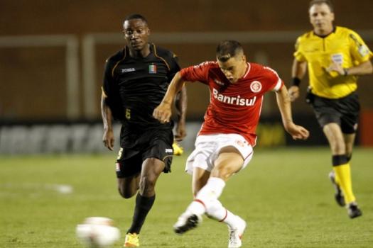 O Inter de D'Alessandro superou o Once Caldas na primeira fase da Libertadores de 2012