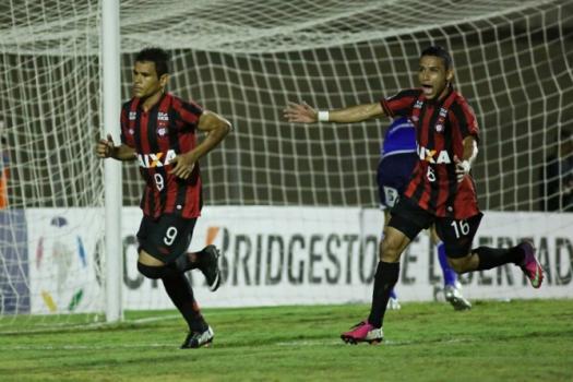 Em 2014, o Atlético-PR encarou os peruanos do  Sporting Cristal