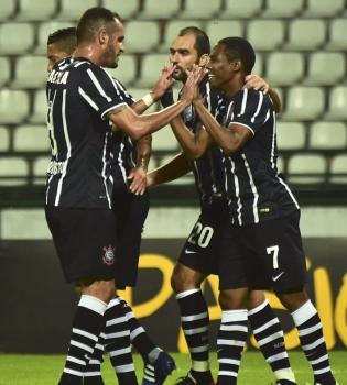 Em 2015, o Corinthians não deu chance para o azar e passou fácil pelo Once Caldas