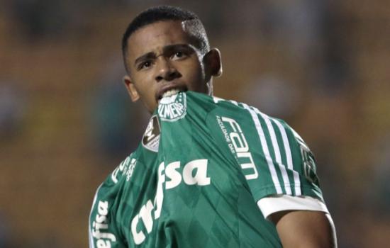 Palmeiras vê defesa fazer lambanças 35dd1946d469d