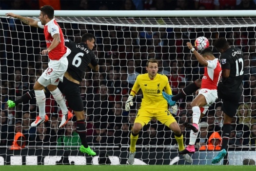 arsenal x liverpool (foto:AFP PHOTO / BEN STANSALL)