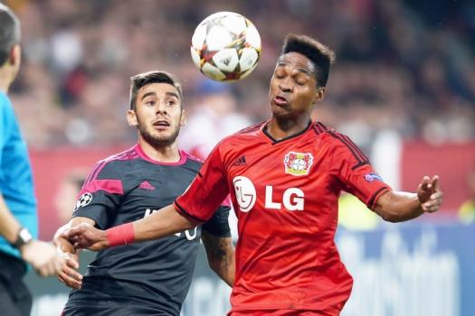 Bayer Leverkusen x Benfica - Wendell e Eduardo Salvio (Foto  Patrik  Stollarz  AFP 97b024aadabc8