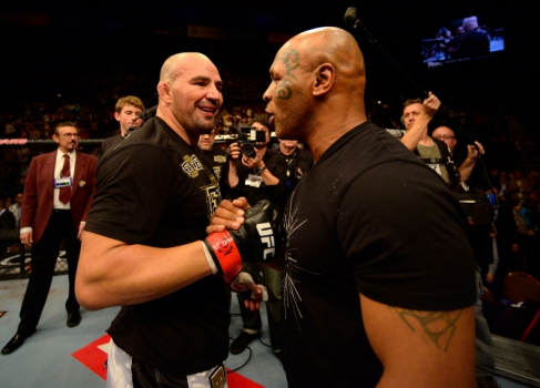 Glover Teixeira e Mike Tyson (FOTO Getty Images)