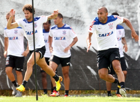 Emerson e Pato - Treino do Corinthians (Foto: Eduardo Viana/ LANCE!Press)