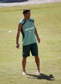 Thiago Neves de chinelo no treino do Flu (Foto: Cleber Mendes)