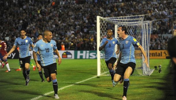 Eliminatorias - Uruguai x Chile (foto:AFP)