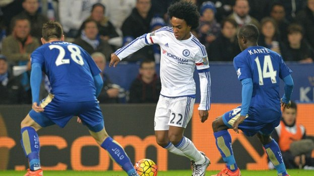 HOME - Leicester x Chelsea - Campeonato Inglês - Willian (Foto: Paul Ellis/AFP)