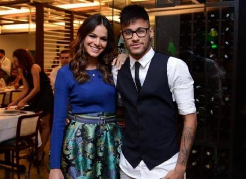 Bruna Marquezine é ex-namorada do atacante