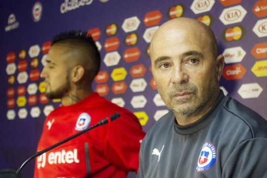 Coletiva do Vidal e Sampaoli (Foto: Claudio Reyes/AFP)