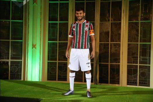 fc280cae04ef7 Gustavo Scarpa vestiu a nova camisa do Fluminense (Foto  Cléber  Mendes LANCE!