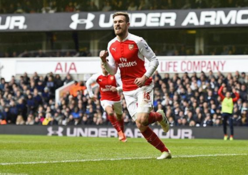 Tottenham x Arsenal - Gol do Ramsey