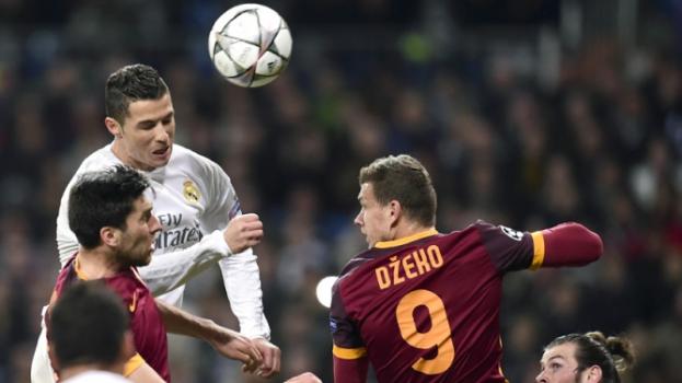 HOME - Real Madrid x Roma - Liga dos Campeões - Cristiano Ronaldo e Dzeko (Foto: Javier Soriano/AFP)