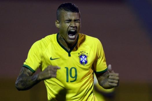 Kenedy surgiu como bom atacante do Fluminense, mas hoje é usado como lateral no Chelsea