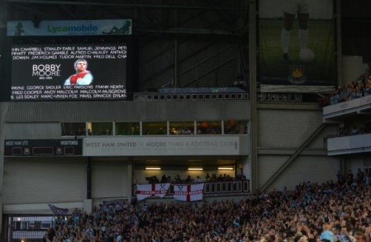 Homenagem a Bobby Moore - West Ham x Manchester United