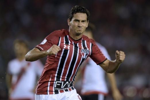Em boa fase, Ganso é o maestro do meio de campo do São Paulo
