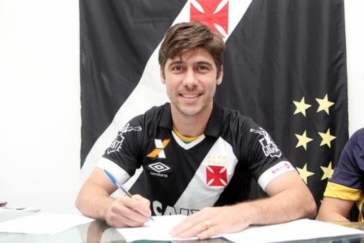 Fellype Gabriel foi anunciado pelo Vasco na tarde desta sexta-feira após  assinar contrato ( 8b5e37436cfa2