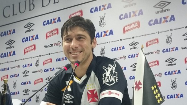 Fellype Gabriel durante apresentação no Vasco nesta segunda-feira em São  Januário (Foto  25e4555da0e2b